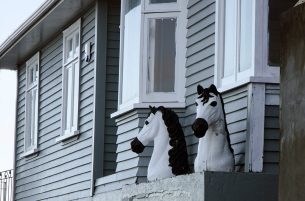 Horses on a seafront house - sea horses maybe?